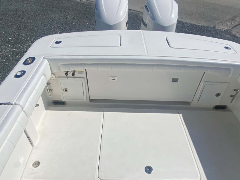 Cockpit with Storage and Outboards
