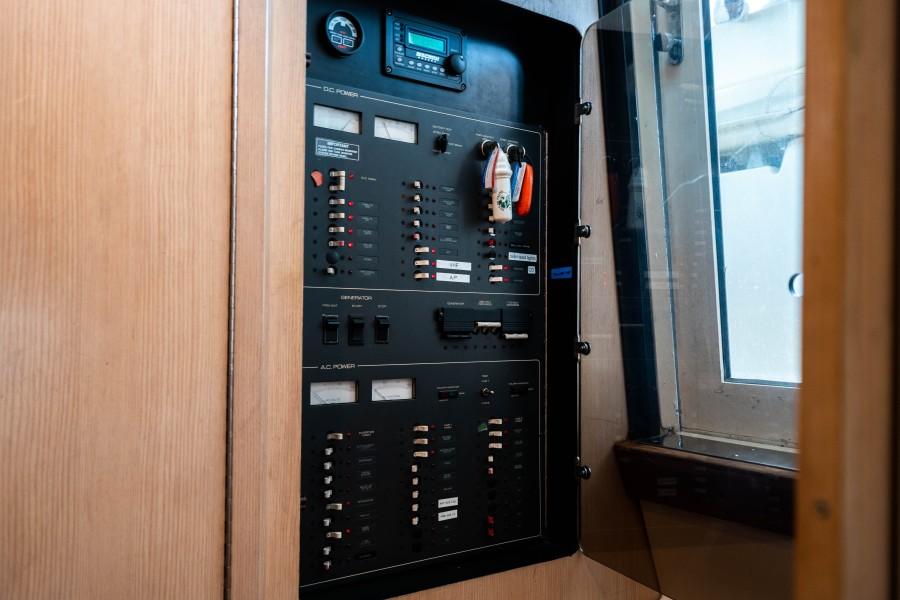 Tiara Yachts 43 - Amadeus - Control Panel