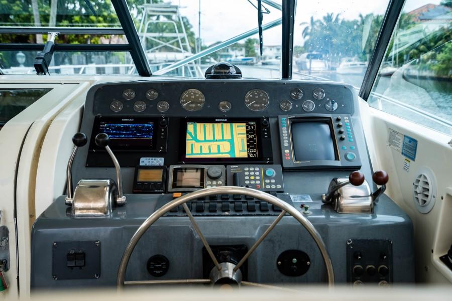 Tiara Yachts 43 - Amadeus - Flybridge Helm