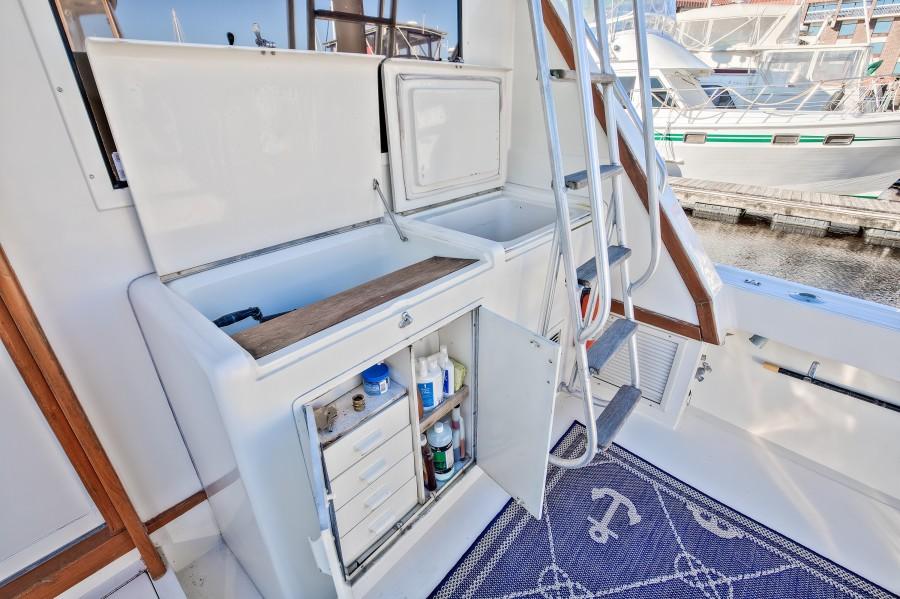 Viking 41 - Yota Life - Cockpit