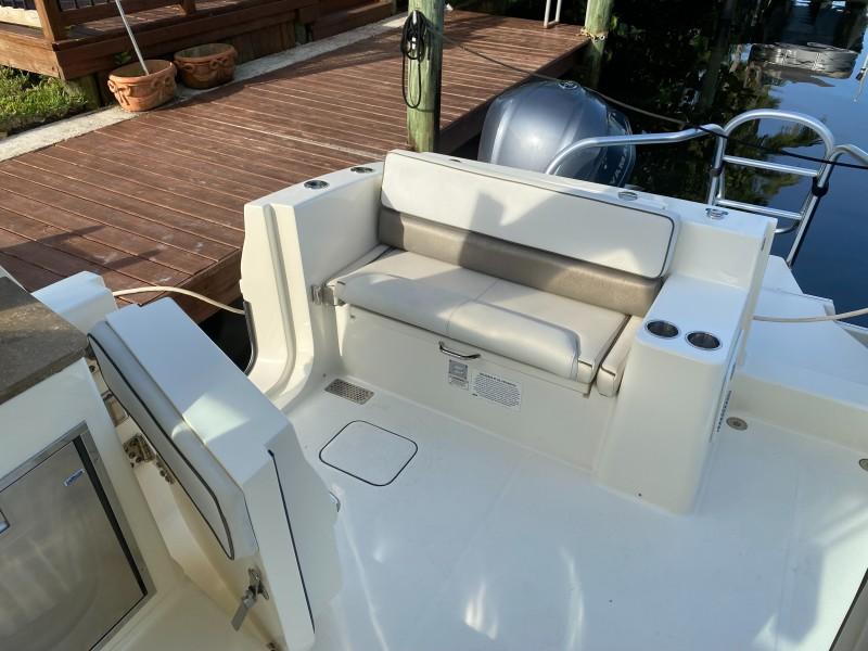 World Cat 32 - Cockpit