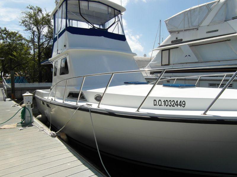1995 Sportfish Starboard Bow