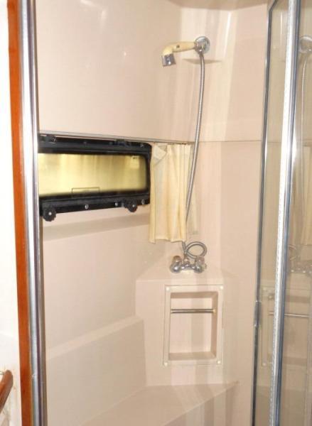 1988 Carver 4207 Aft Cabin Motor Yacht owner's shower
