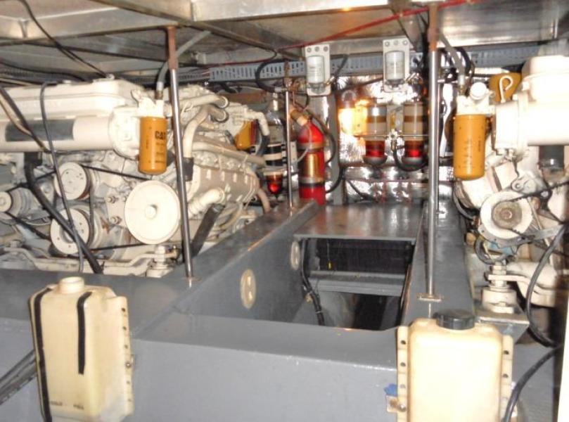 1988 Carver 4207 Aft Cabin Motor Yacht engines