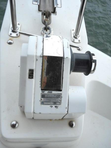 1988 Carver 4207 Aft Cabin Motor Yacht electric windlass