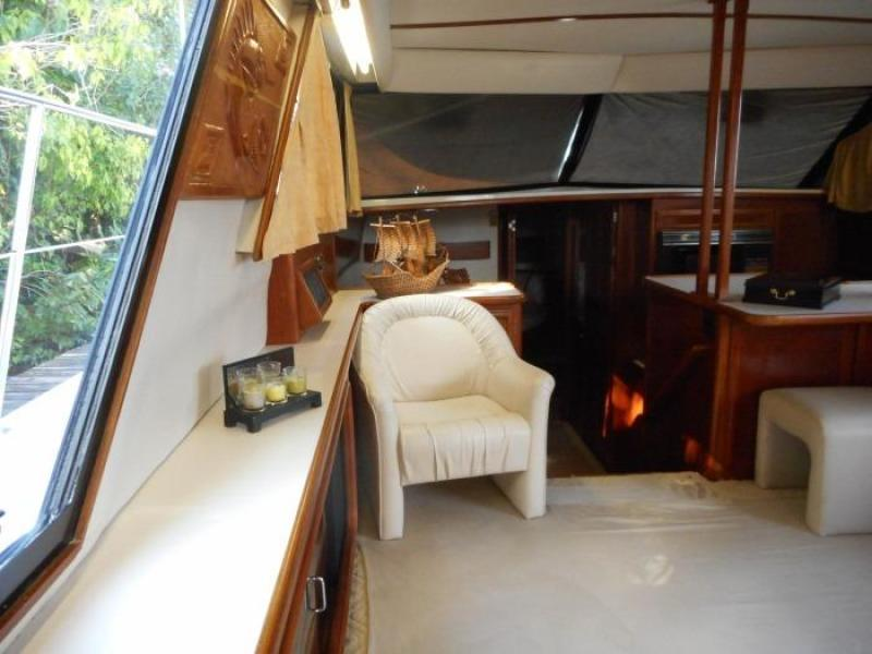 1988 Carver 4207 Aft Cabin Motor Yacht saloon port forward