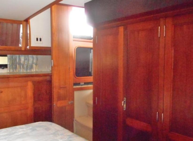 1988 Carver 4207 Aft Cabin Motor Yacht owner's stateroom port forward