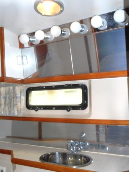 1988 Carver 4207 Aft Cabin Motor Yacht vanity