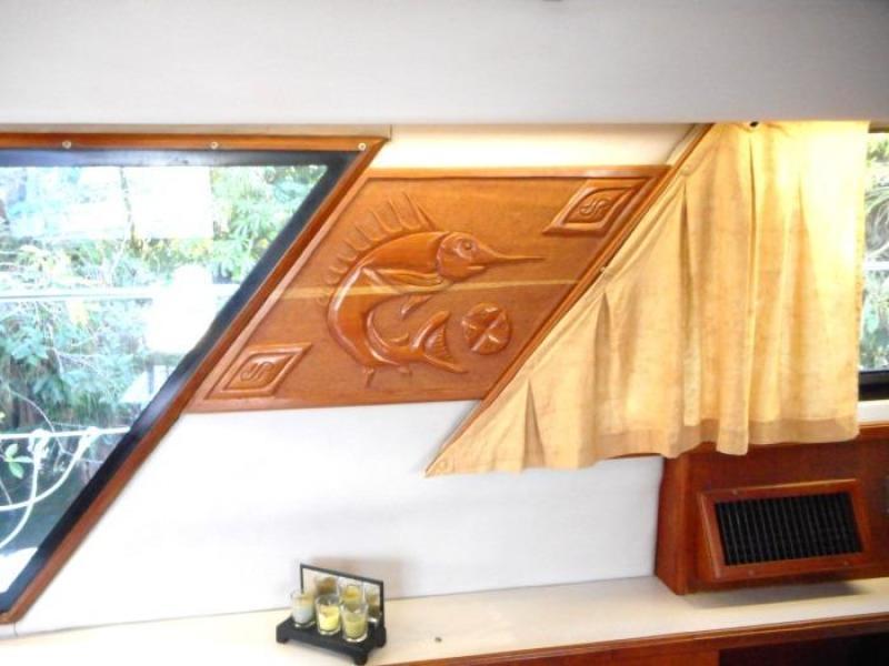 1988 Carver 4207 Aft Cabin Motor Yacht  port windows and decor