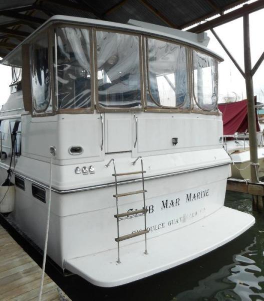 1988 Carver 4207 Aft Cabin Motor Yacht stern