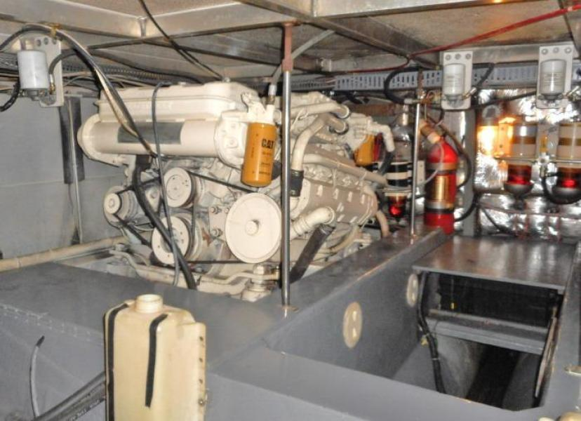 1988 Carver 4207 Aft Cabin Motor Yacht starboard engine