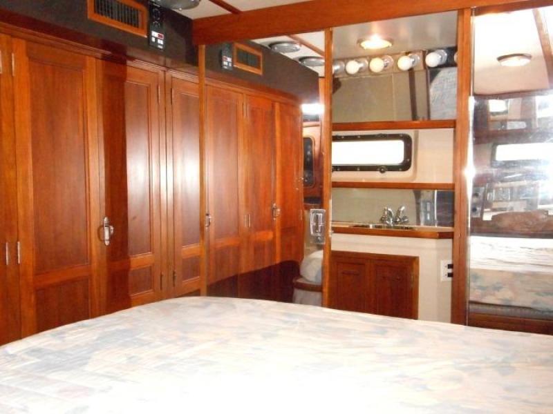 1988 Carver 4207 Aft Cabin Motor Yacht owner's stateroom head door