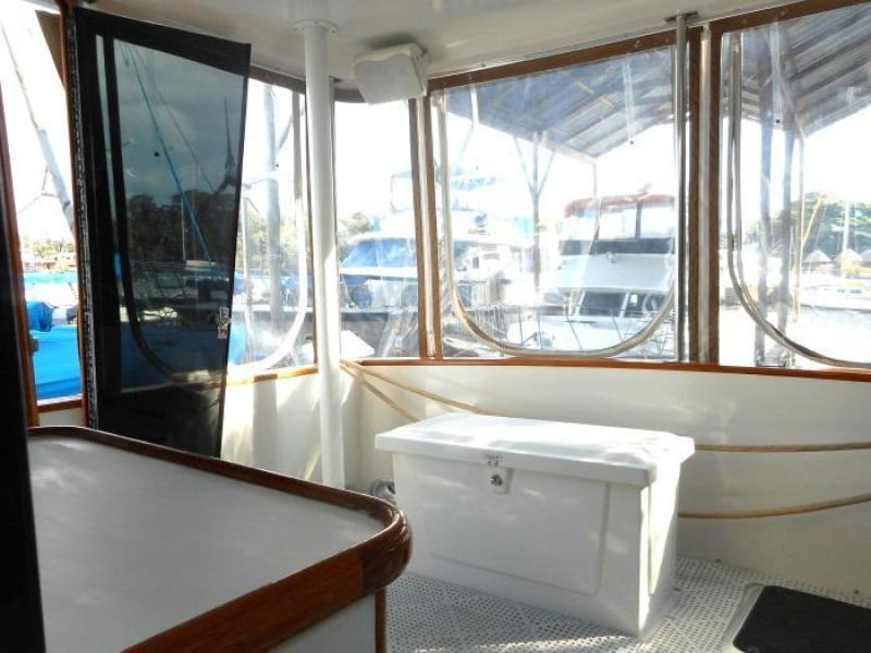 1988 Carver 4207 Aft Cabin Motor Yacht sundeck starboard