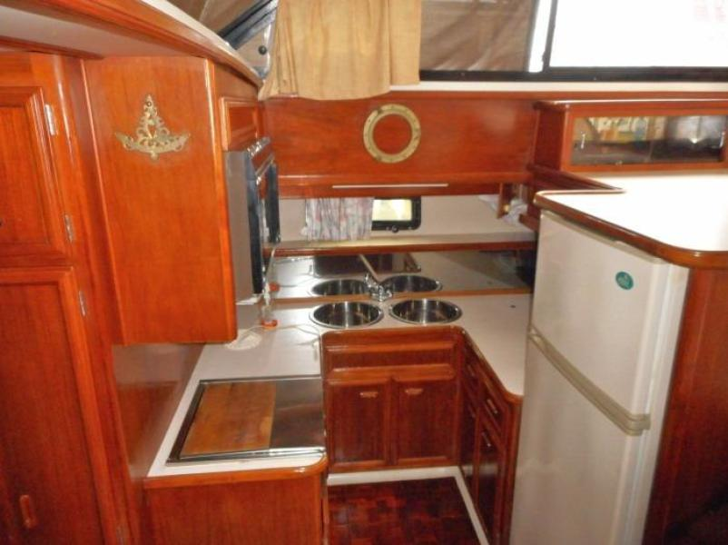 1988 Carver 4207 Aft Cabin Motor Yacht galley
