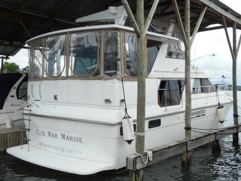 1988 Carver 4207 Aft Cabin Motor Yacht starboard quarter