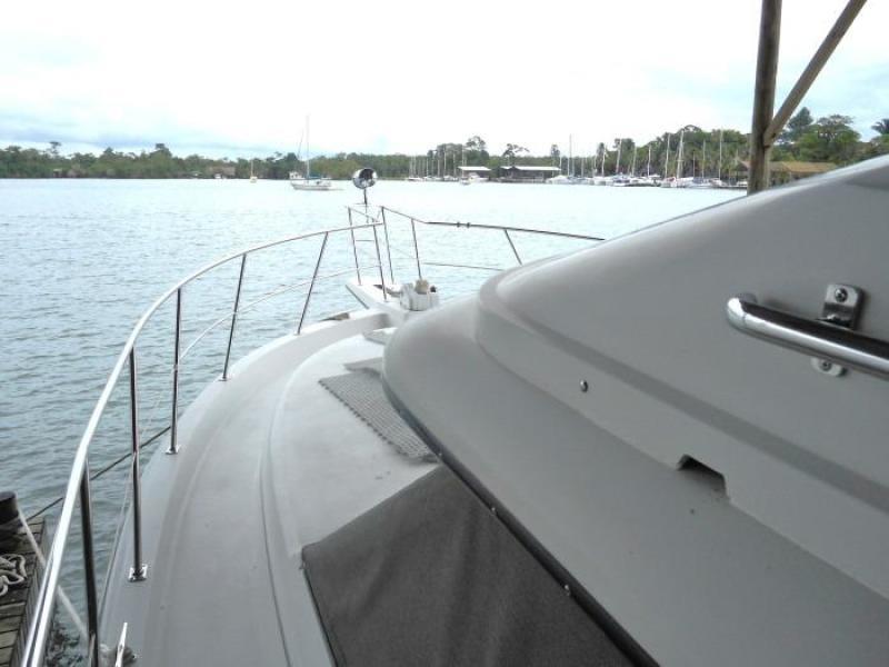 1988 Carver 4207 Aft Cabin Motor Yacht port deck