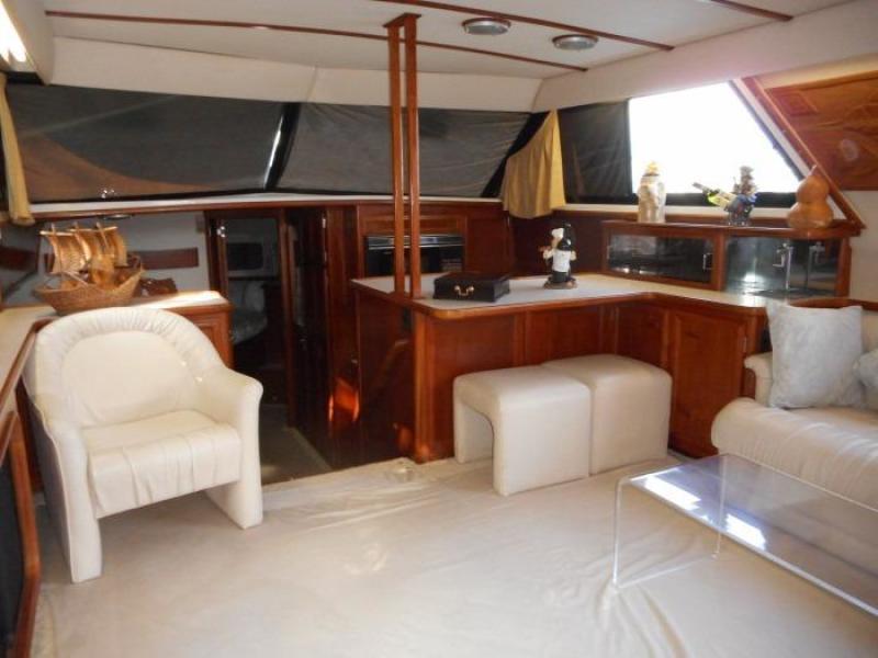 1988 Carver 4207 Aft Cabin Motor Yacht saloon forward