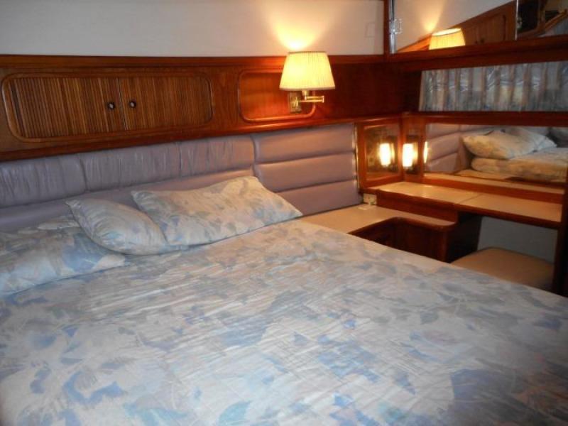 1988 Carver 4207 Aft Cabin Motor Yacht owner's berth port