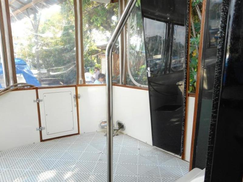 1988 Carver 4207 Aft Cabin Motor Yacht sundeck port