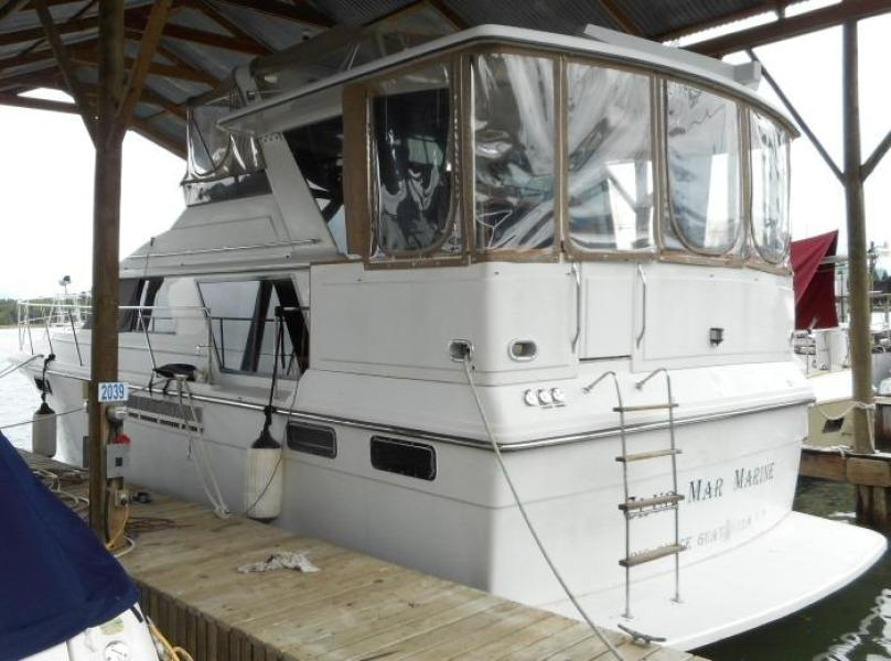 1988 Carver 4207 Aft Cabin Motor Yacht port quarter
