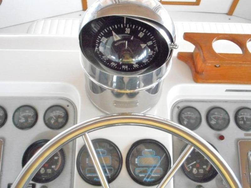 1988 Carver 4207 Aft Cabin Motor Yacht compass and Floscans