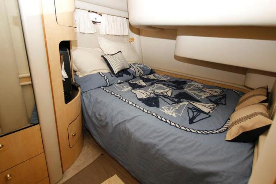 SEA RAY 450 Express Bridge VIP Guest Stateroom
