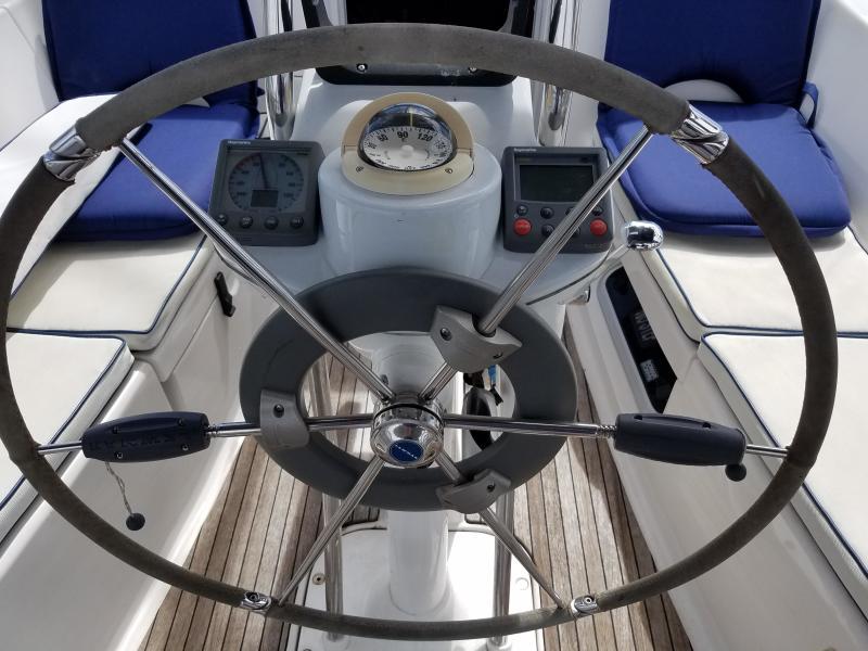 Hunter E33  Helm Wheel