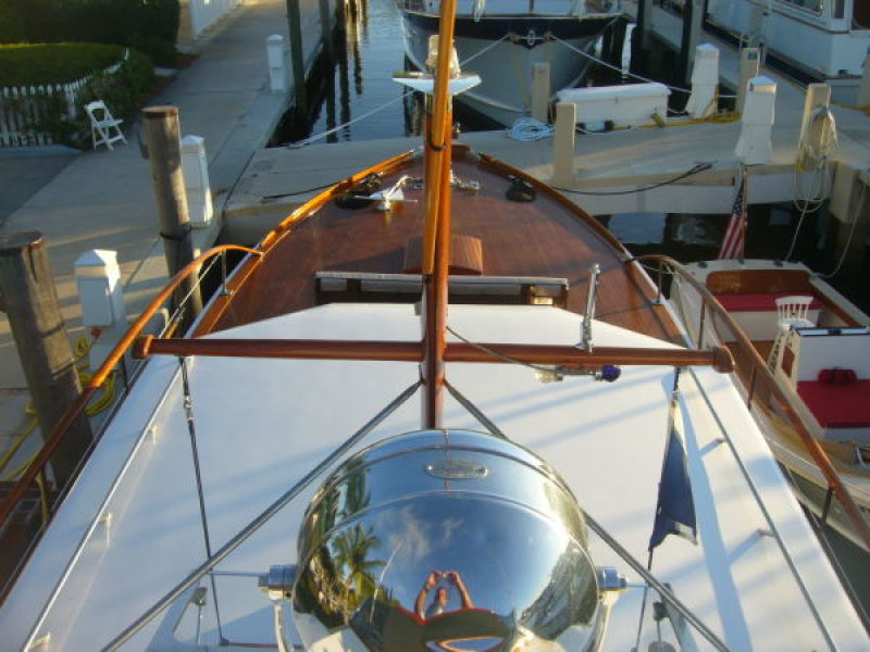 View of Foredeck from Flybridge