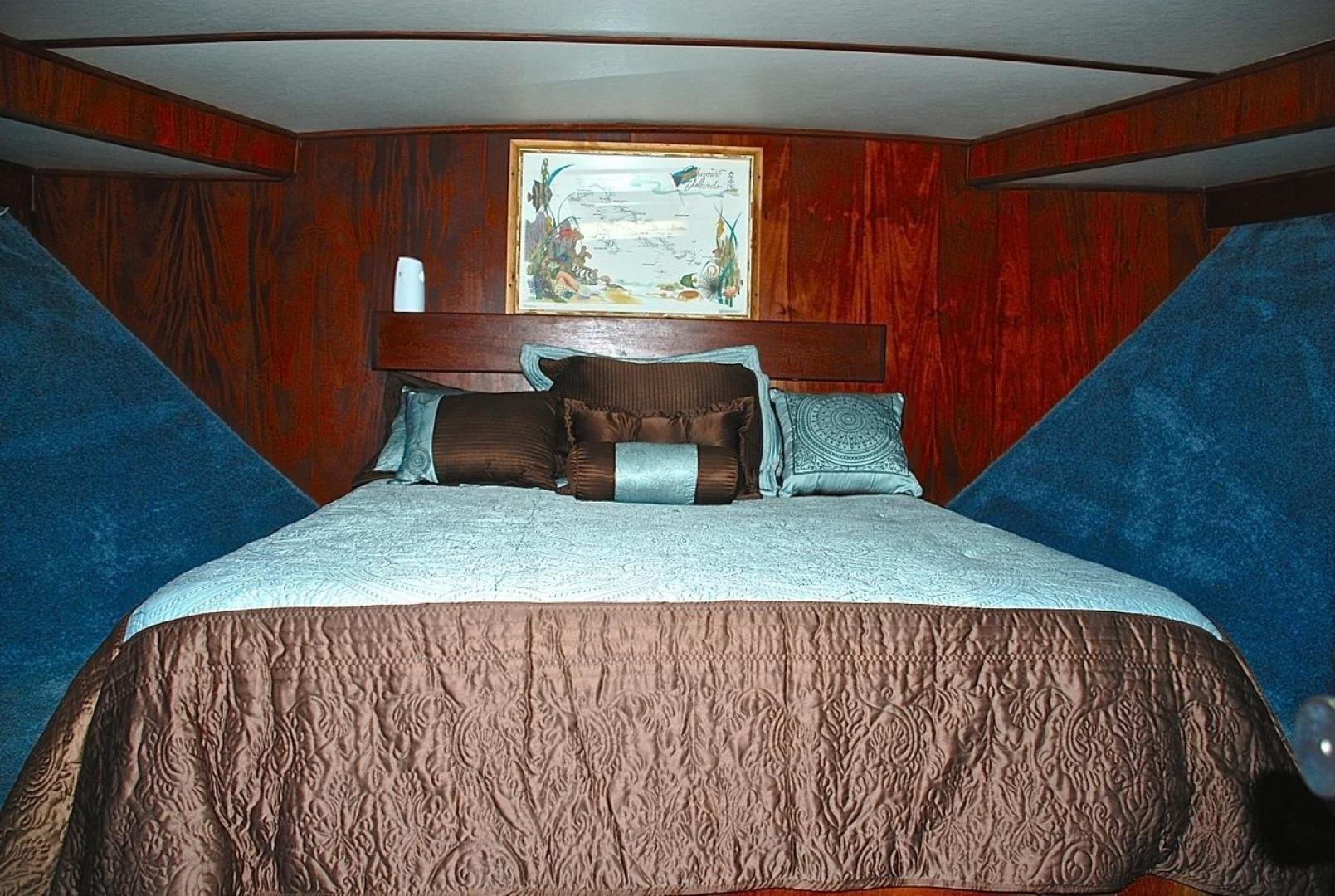 Infinity-Cockpit Motor Yacht 2001-Dont Matter Houston-Texas-United States-Forward Master Stateroom View 1-1005545 | Thumbnail