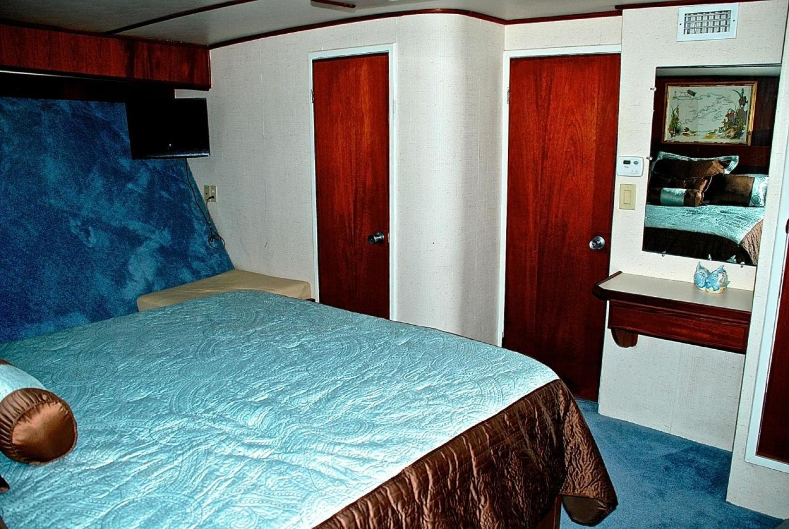Infinity-Cockpit Motor Yacht 2001-Dont Matter Houston-Texas-United States-Forward Master Stateroom View 3-1005547 | Thumbnail