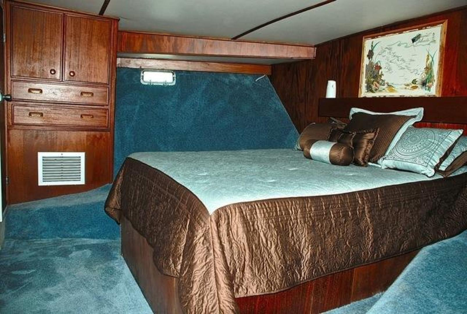 Infinity-Cockpit Motor Yacht 2001-Dont Matter Houston-Texas-United States-Forward Master Stateroom View 2-1005546 | Thumbnail