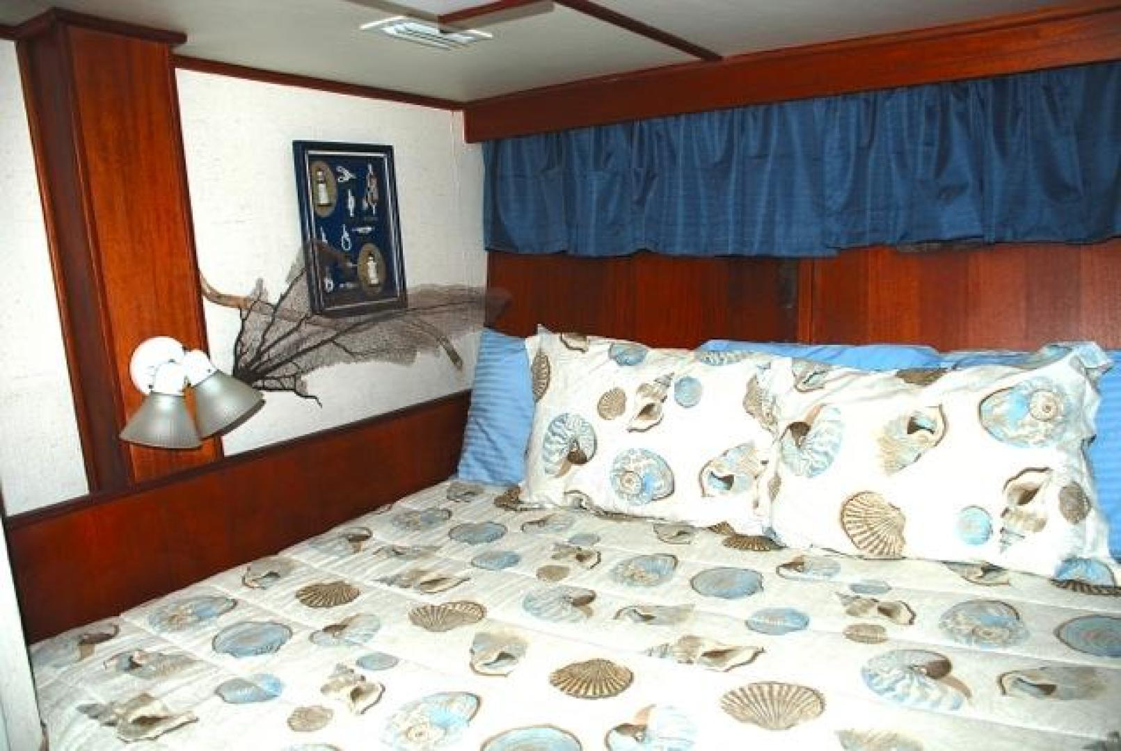 Infinity-Cockpit Motor Yacht 2001-Dont Matter Houston-Texas-United States-Guest Stateroom Stbd-1005550 | Thumbnail
