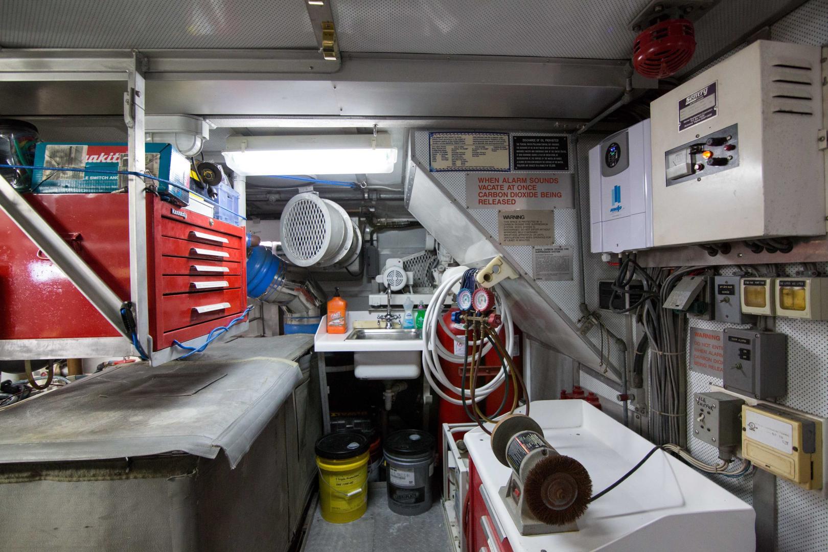 Burger 85 - Roamin Holiday - Engine Room