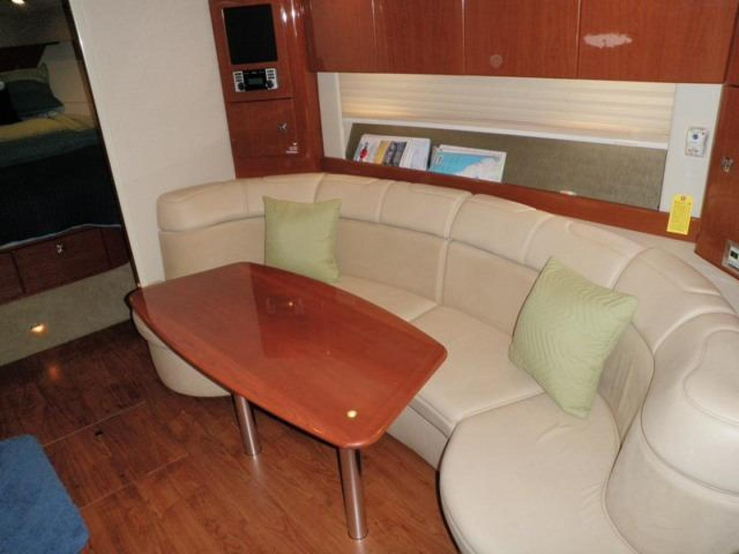 Settee to starboard