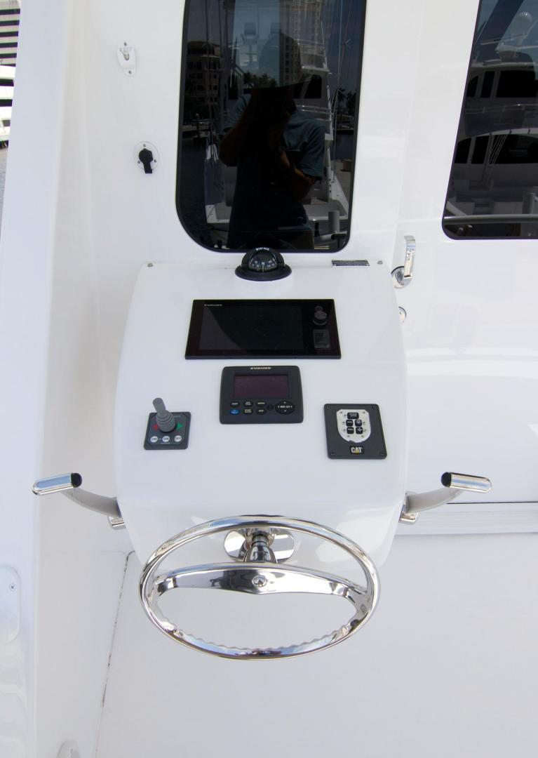 Viking 62 - Aftdeck Controls