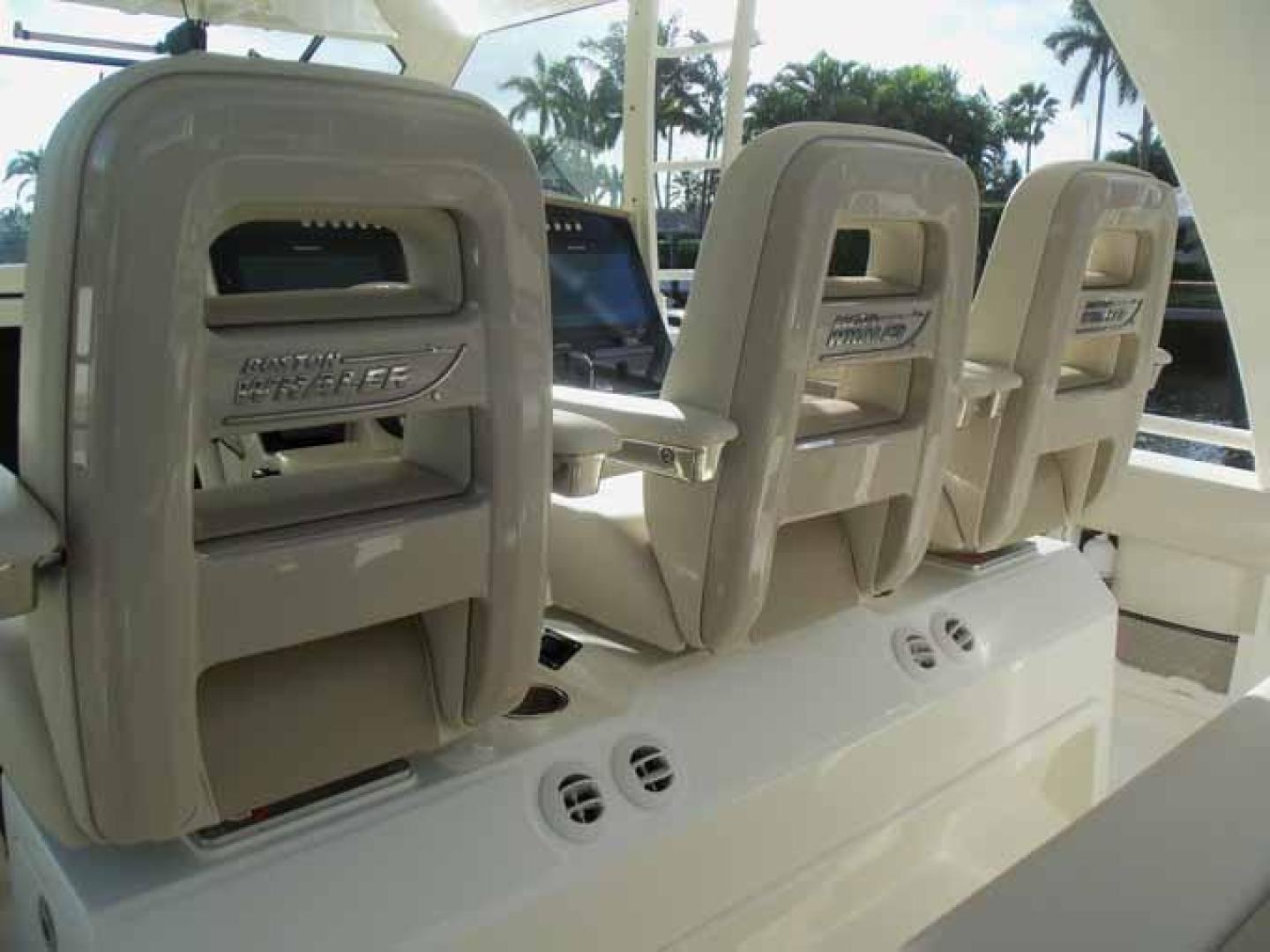 Boston Whaler-Outrage 42 2016-DEALERS CHOICE Ft. Lauderdale-Florida-United States-SEATING AC VENTS-1058272 | Thumbnail