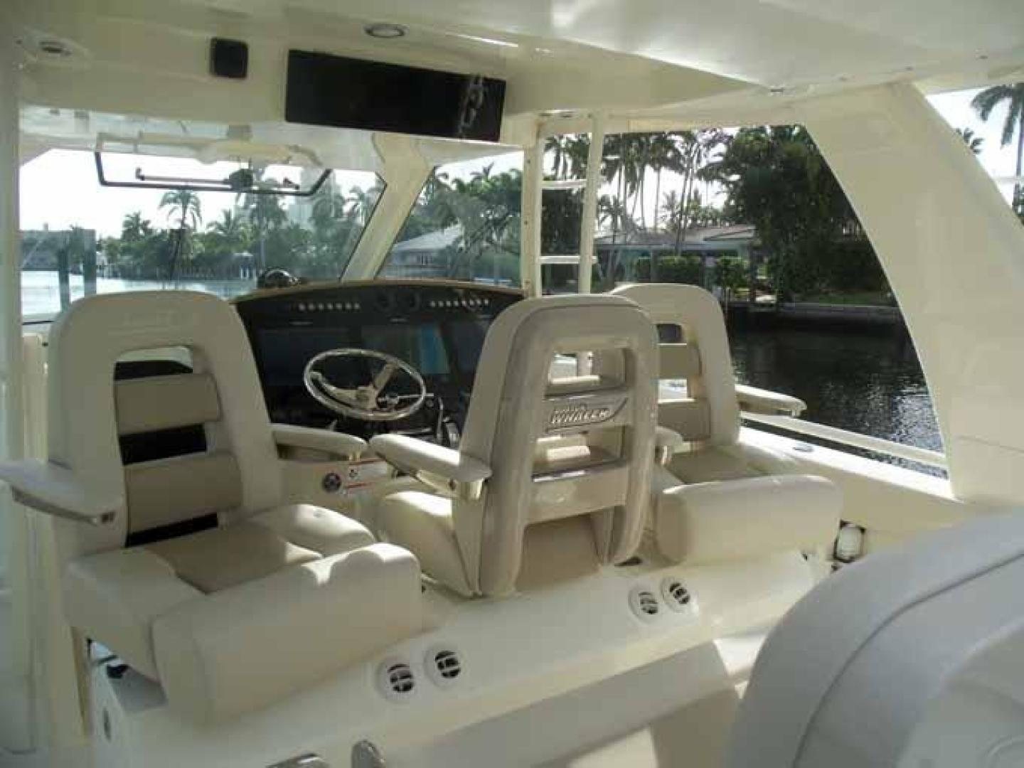 Boston Whaler-Outrage 42 2016-DEALERS CHOICE Ft. Lauderdale-Florida-United States-SWIVEL HELM SEAT-1058273 | Thumbnail