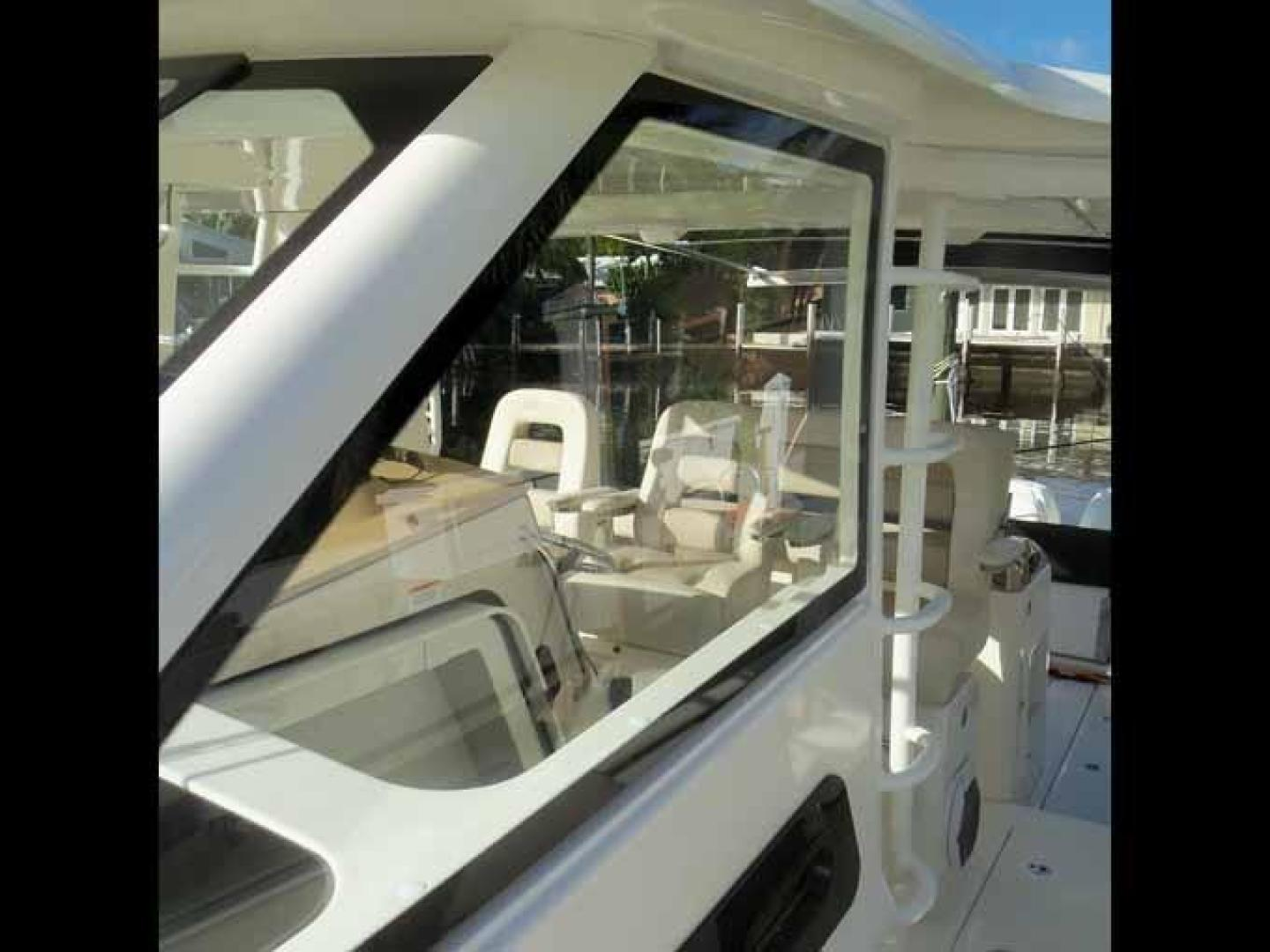 Boston Whaler-Outrage 42 2016-DEALERS CHOICE Ft. Lauderdale-Florida-United States-OPTIONAL GLASS SIDE PANELS-1058290 | Thumbnail