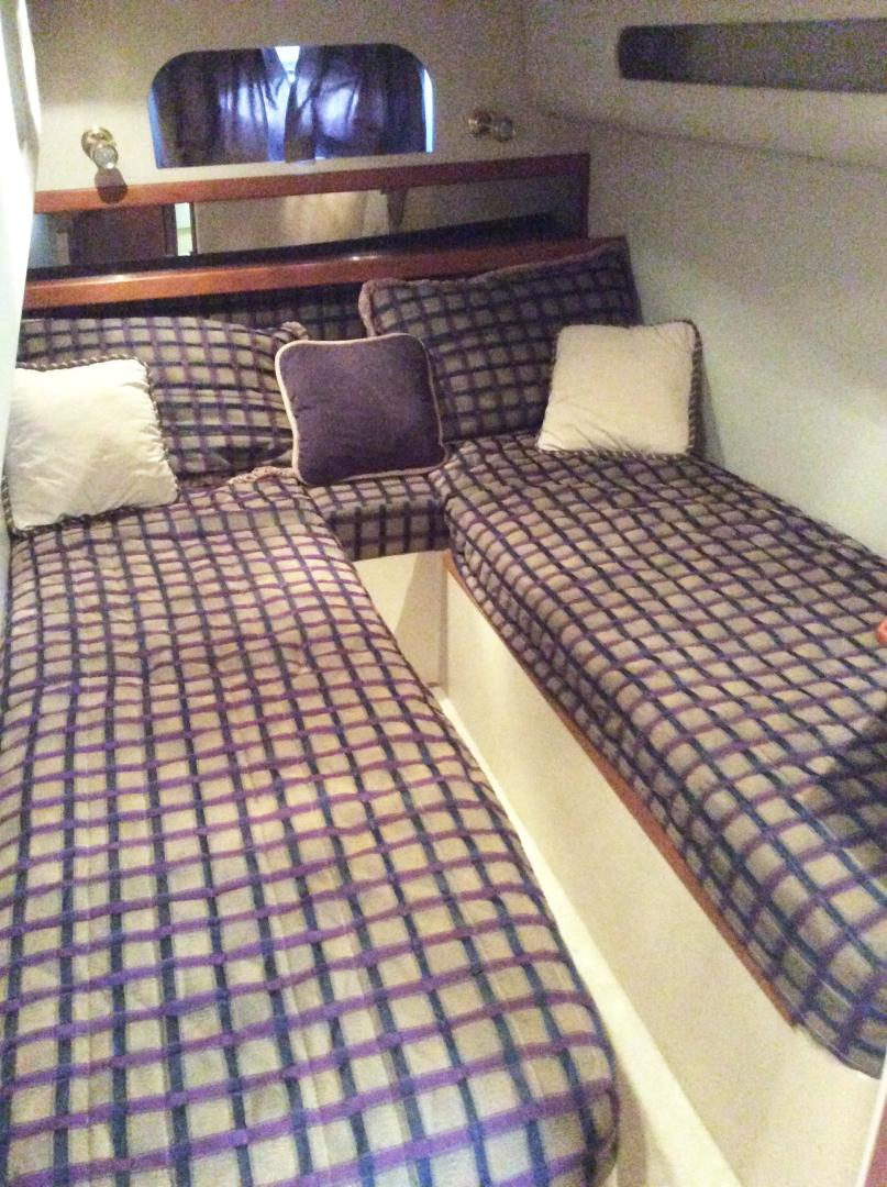 Cruisers-3870 Express 2000-CDreams Destin-Florida-United States-2000 38 Cruisers CDreams Guest Stateroom-716039 | Thumbnail