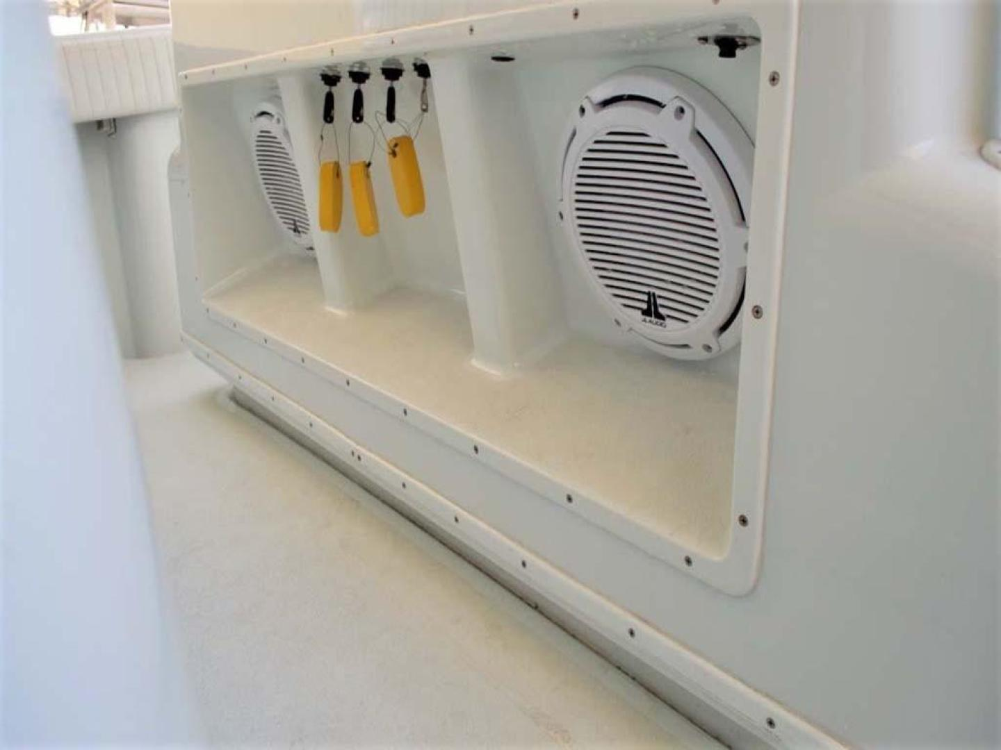 Yellowfin-42-Open-2009-Hard-Charger-Pompano-Florida-United-States-Helm-Speakers-929763