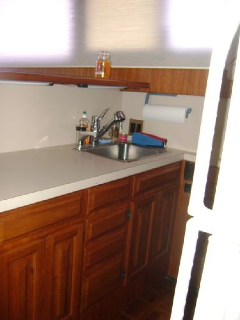 Viking-Convertible 1988 -Cape May-New Jersey-United States-Galley Sink-928288 | Thumbnail