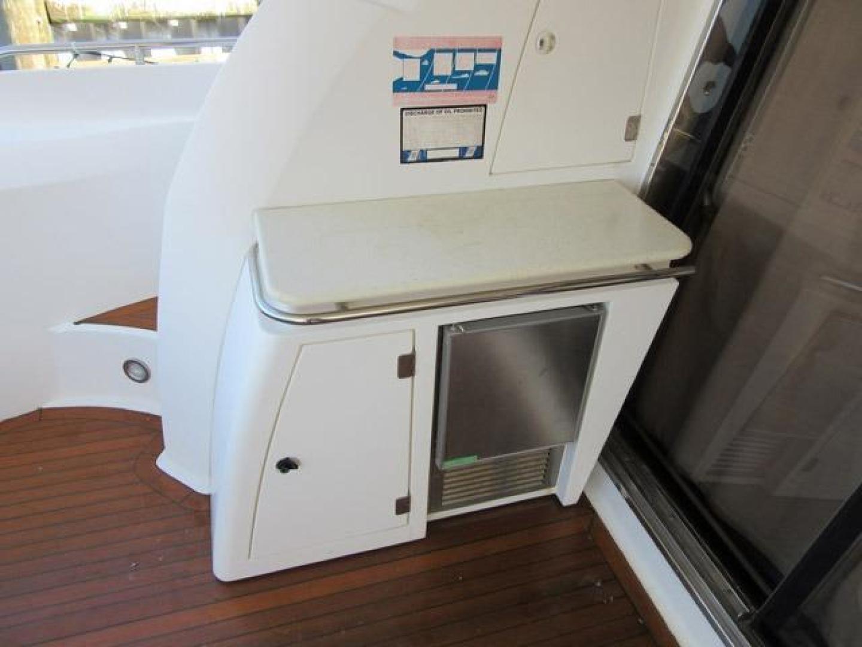 Sunseeker-Manhattan 64 2003-Dealership Fort Lauderdale-Florida-United States-Cockpit Icemaker-376013 | Thumbnail