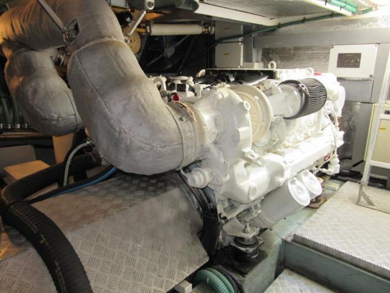 Sunseeker-Manhattan 64 2003-Dealership Fort Lauderdale-Florida-United States-Starboard Engine-376026 | Thumbnail