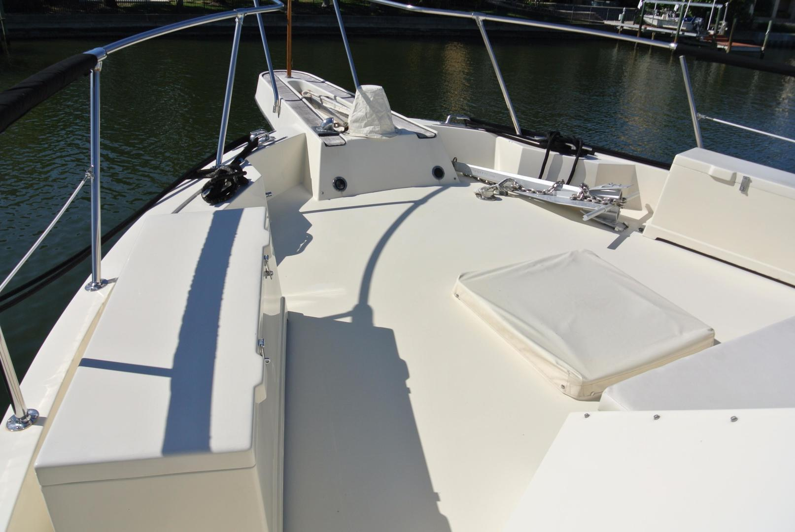 Hatteras-67 Cockpit Motor Yacht 1988-Lady Encore Saint Petersburg-Florida-United States-Fore-Deck-926181 | Thumbnail