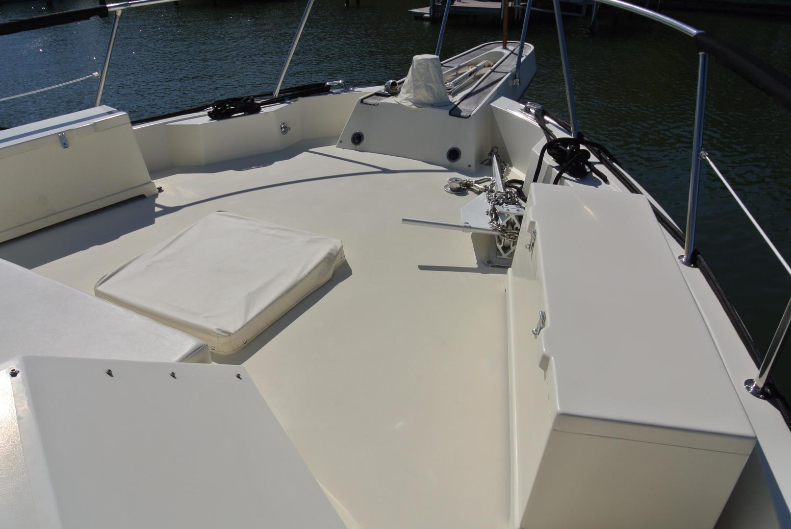 Hatteras-67 Cockpit Motor Yacht 1988-Lady Encore Saint Petersburg-Florida-United States-Fore-Deck-926180 | Thumbnail