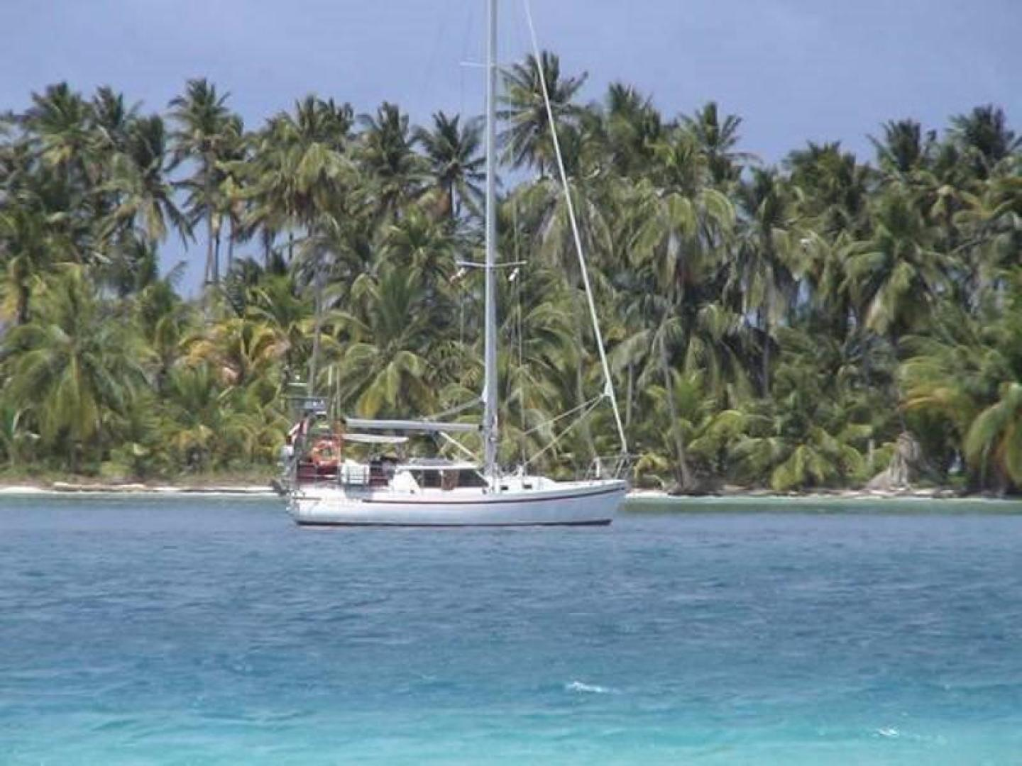 Crescent-Sloop 1992-Kattegat San Carlos-Mexico-Anchored-386841 | Thumbnail