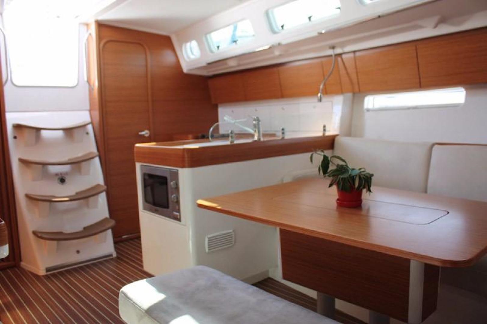 X-Yachts-X44 2014 -Unknown-Korea, Republic of-Companionway-385893 | Thumbnail