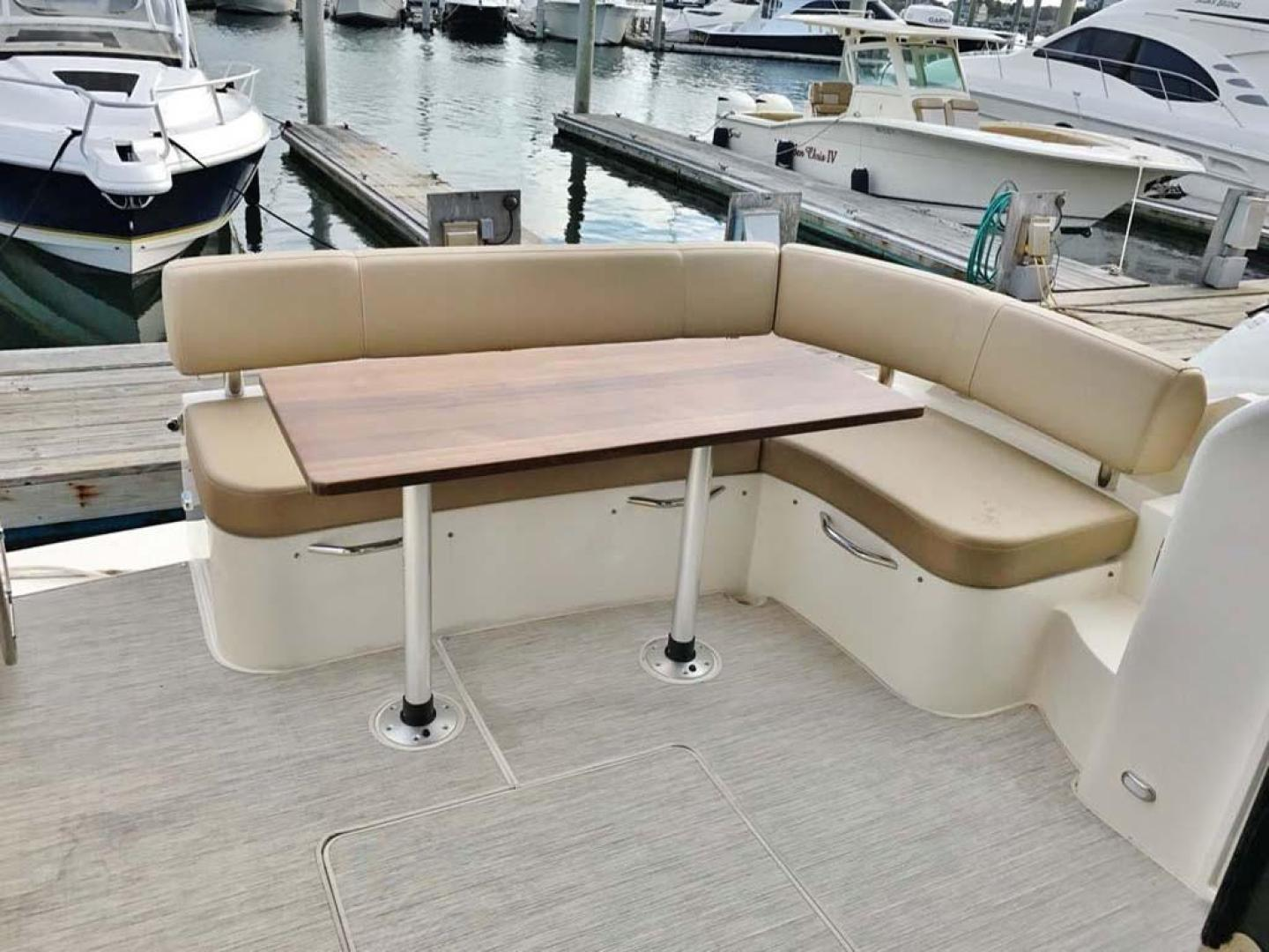 Carver-C37 Coupe 2016-DABDOUB Falmouth-Massachusetts-United States-Cockpit Table and Seating-135496 | Thumbnail