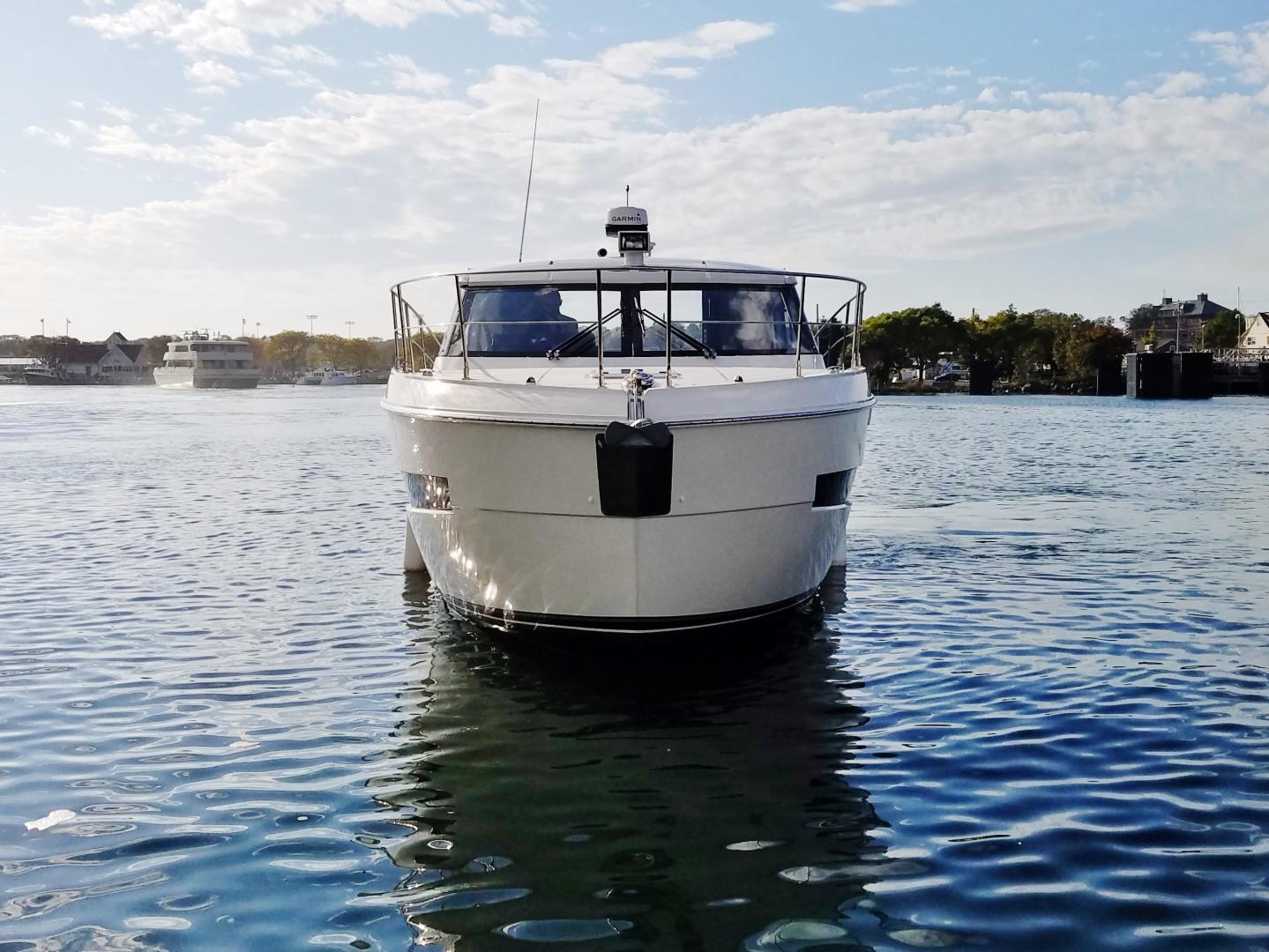 Carver-C37 Coupe 2016-DABDOUB Falmouth-Massachusetts-United States-Bow Profile-135476 | Thumbnail