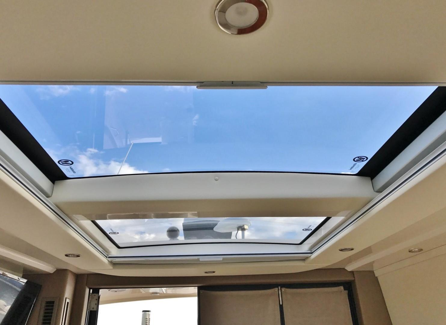 Carver-C37 Coupe 2016-DABDOUB Falmouth-Massachusetts-United States-Power Salon Sun Roof-135495 | Thumbnail